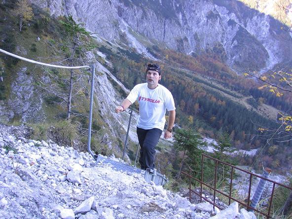 Foto: Andreas Koller / Wandertour / Über die Welserhütte auf den Großen Priel (2515 m) / Gesicherter Anstieg zur Welser Hütte / 04.05.2007 02:18:57