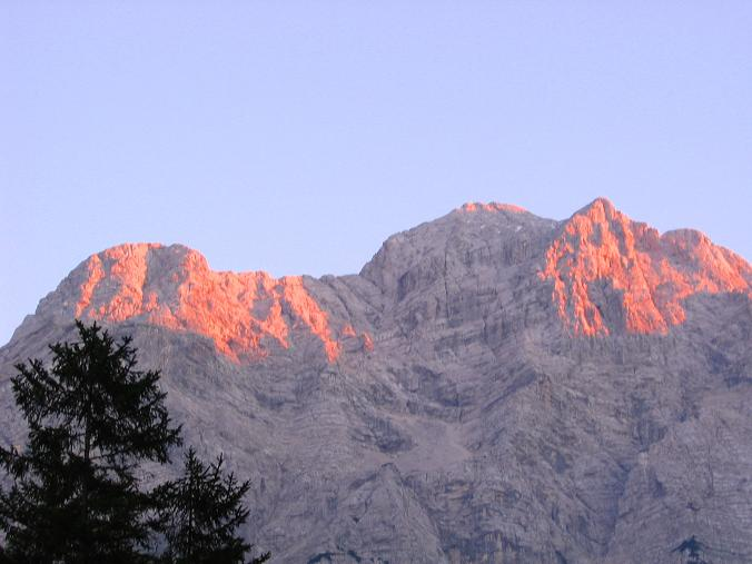 Foto: Andreas Koller / Wandertour / Über die Welserhütte auf den Großen Priel (2515 m) / Abendstimmung im Almtal / 04.05.2007 02:23:26