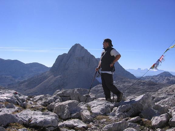 Foto: Andreas Koller / Wander Tour / Über die Welserhütte auf den Großen Priel (2515 m) / Am Fleischbanksattel gegen Dachstein (2996 m) / 04.05.2007 02:21:19