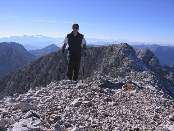 Foto: Andreas Koller / Wandertour / Über die Welserhütte auf den Großen Priel (2515 m) / Die letzten Meter am Grat zum Gipfel / 04.05.2007 02:21:38