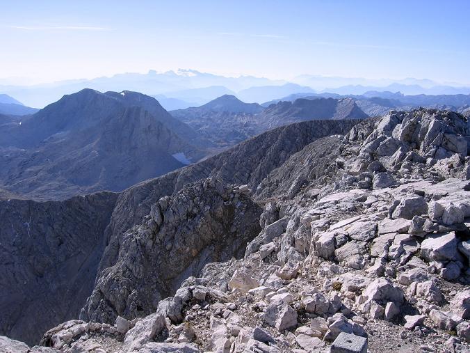 Foto: Andreas Koller / Wandertour / Über die Welserhütte auf den Großen Priel (2515 m) / Gipfelblick nach W / 04.05.2007 02:22:15