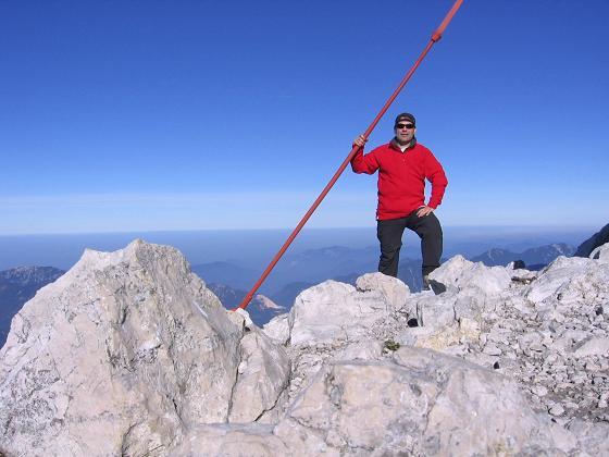 Foto: Andreas Koller / Wandertour / Über die Welserhütte auf den Großen Priel (2515 m) / Am Priel-Gipfel / 04.05.2007 02:22:30