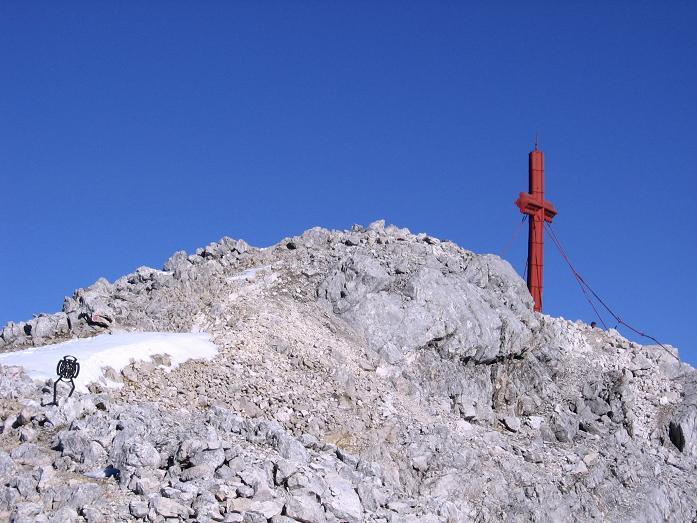 Foto: Andreas Koller / Wander Tour / Über die Welserhütte auf den Großen Priel (2515 m) / Letzter Blick auf das große Gipfelkreuz / 04.05.2007 02:22:49