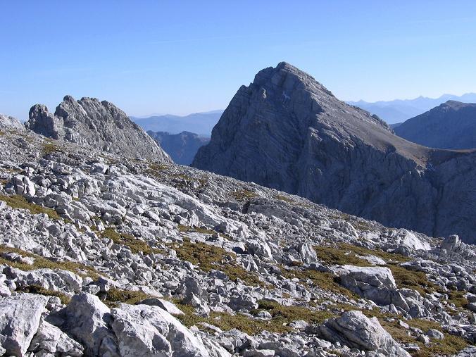 Foto: Andreas Koller / Wandertour / Über die Welserhütte auf den Großen Priel (2515 m) / Die Spitzmauer (2446 m) grüßt / 04.05.2007 02:23:10
