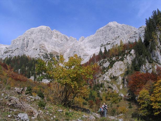 Foto: Andreas Koller / Wandertour / Über das Schneeloch auf das Hochtor (2369 m) / Die Hochtorgruppe von S / 22.04.2007 23:21:48