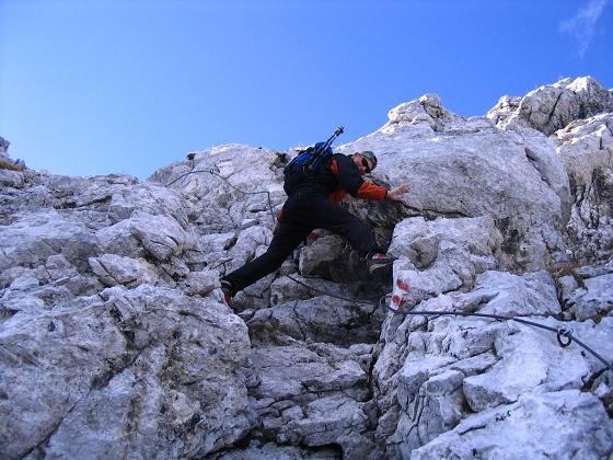 Foto: Andreas Koller / Wandertour / Über das Schneeloch auf das Hochtor (2369 m) / Ausgesetzte Passagen am Josefinensteig / 22.04.2007 23:25:16