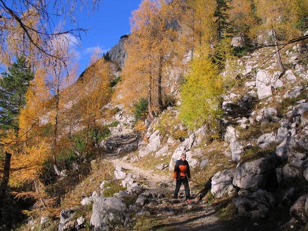 Foto: Andreas Koller / Wandertour / Über das Schneeloch auf das Hochtor (2369 m) / Herbststimmung bei der Hesshütte / 22.04.2007 23:26:19