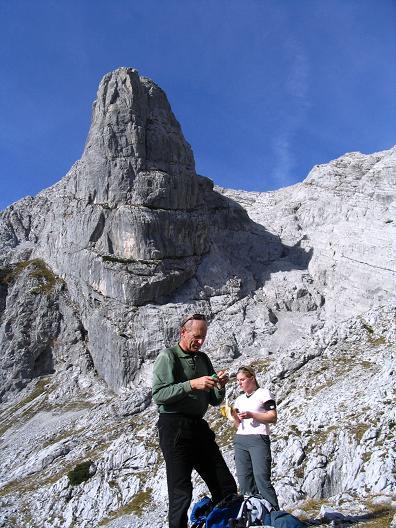 Foto: Andreas Koller / Wandertour / Über das Schneeloch auf das Hochtor (2369 m) / Der Gamsstein / 22.04.2007 23:22:31