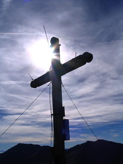 Foto: Andreas Koller / Wandertour / Aus dem Eselsberggraben auf Schoberspitze und Talkenschrein (2423 m) / Talkenschrein-Gipfelkreuz / 05.05.2007 10:58:55