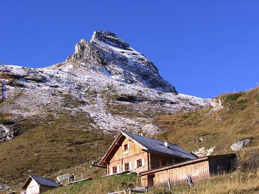 Foto: Andreas Koller / Wander Tour / Lanisch Seen und Oblitzen (2658 m) / Prächtige Lage der Ochsenhütte im hinteren Pöllatal / 09.01.2007 01:41:57
