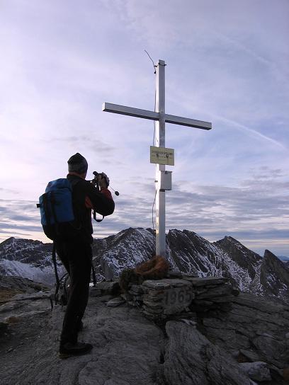 Foto: Andreas Koller / Wander Tour / Lanisch Seen und Oblitzen (2658 m) / Gipfelkreuz auf der Oblitzen / 27.04.2007 22:58:01