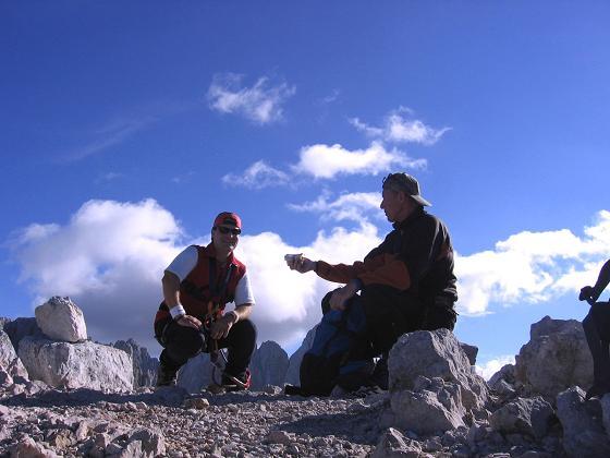 Foto: Andreas Koller / Wandertour / Spik - Überschreitung (2473 m) / Gipfeljause / 26.04.2007 22:41:50