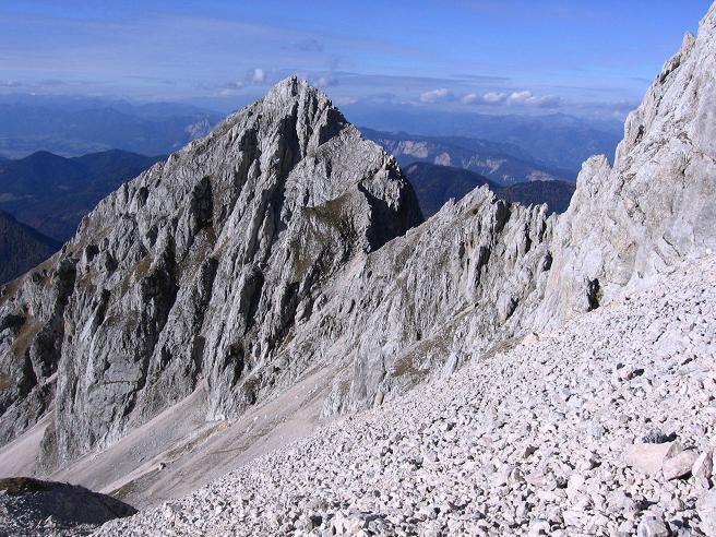 Foto: Andreas Koller / Wandertour / Spik - Überschreitung (2473 m) / Im Abstieg in den Kacijgraben / 26.04.2007 22:42:17