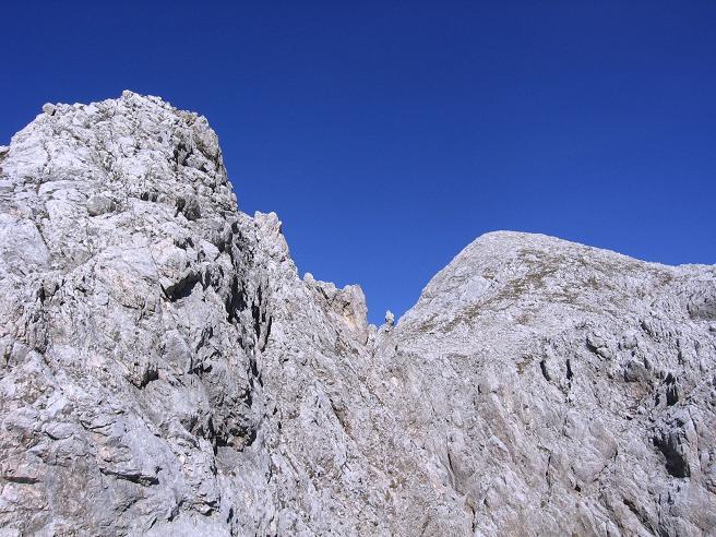 Foto: Andreas Koller / Wandertour / Spik - Überschreitung (2473 m) / Schlüsselstelle links und Lipnica rechts / 26.04.2007 22:40:21