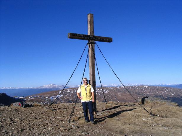 Foto: Andreas Koller / Wandertour / Vom Klippitztörl über die Große Saualpe (2079 m) / Gipfelkreuz auf der Ladingerspitze / 26.04.2007 21:46:33