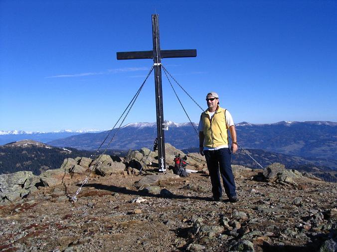 Foto: Andreas Koller / Wander Tour / Vom Klippitztörl über die Große Saualpe (2079 m) / Am Geierkogel-Gipfel mit Blick nach N / 26.04.2007 21:43:27