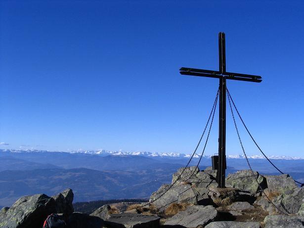 Foto: Andreas Koller / Wander Tour / Vom Klippitztörl über die Große Saualpe (2079 m) / Gipfelkreuz am Gertrusk / 26.04.2007 21:45:37