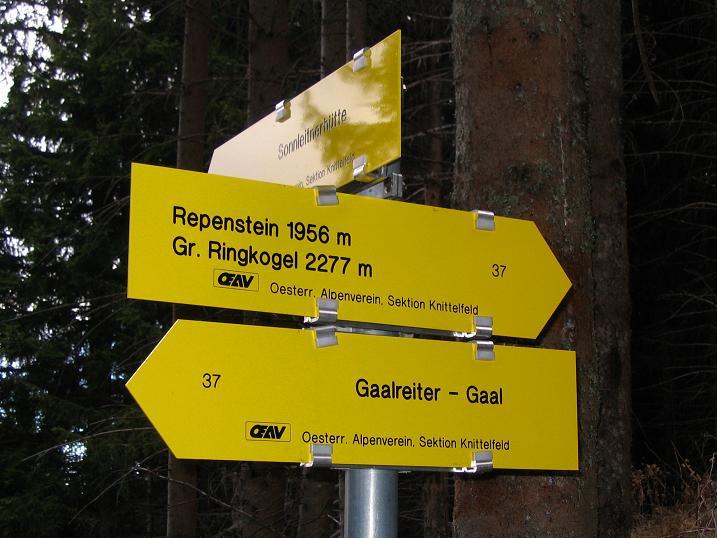 Foto: Andreas Koller / Wander Tour / Großer Ringkogel und Pletzen (2345 m) / Wegweiser im Anstieg / 26.04.2007 02:45:55