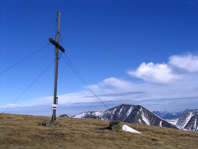 Foto: Andreas Koller / Wander Tour / Großer Ringkogel und Pletzen (2345 m) / Gipfelkreuz am Ringkogel / 26.04.2007 02:47:05