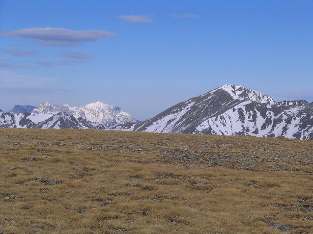 Foto: Andreas Koller / Wander Tour / Großer Ringkogel und Pletzen (2345 m) / Blick in die Gesäuseberge mit Hochtor (2369 m) / 26.04.2007 02:47:29