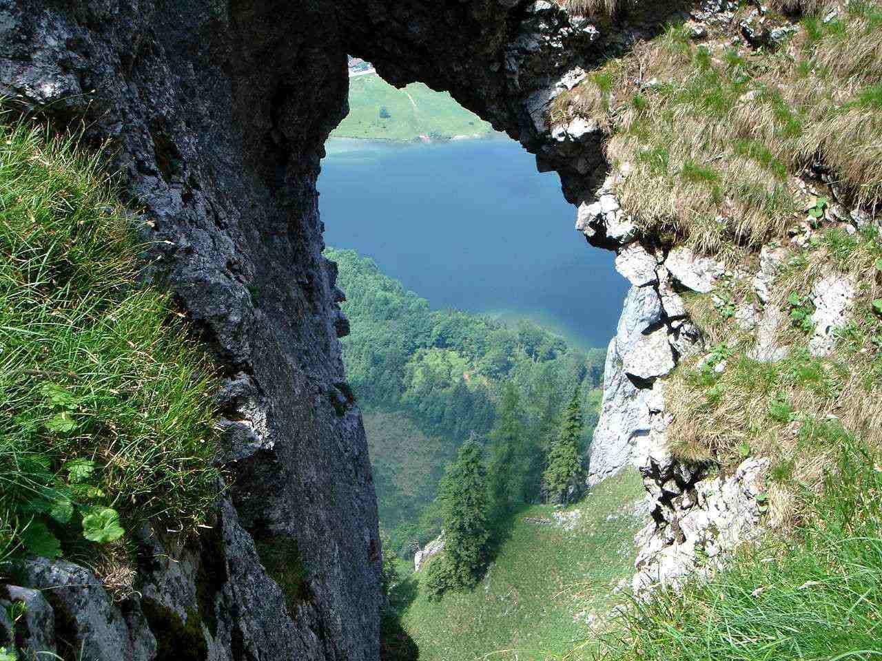 Foto: Manfred Karl / Wander Tour / Vom Franzl im Holz auf den Katzenstein / Tiefblick auf den Laudachsee. / 03.06.2007 21:08:50