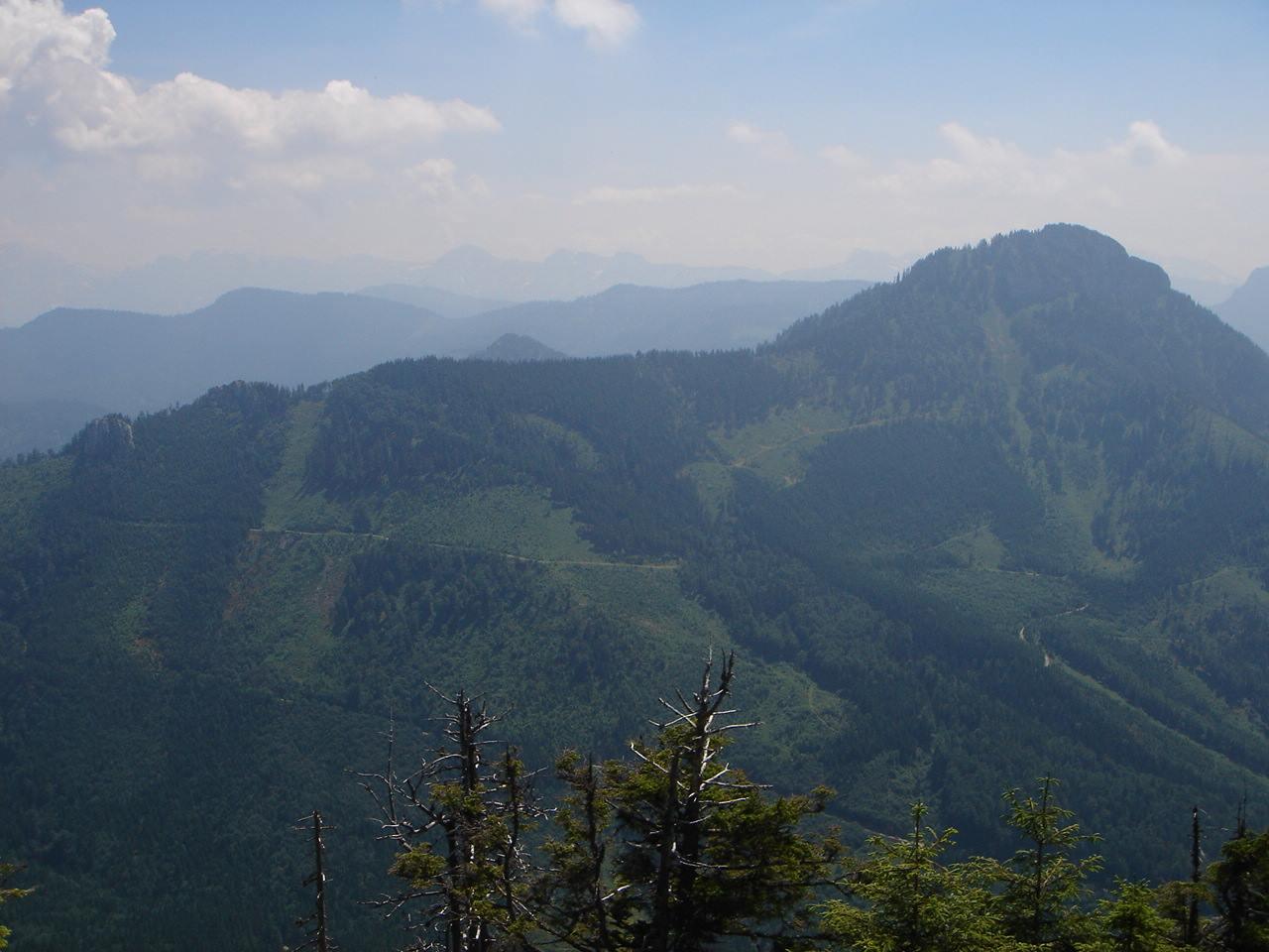 Foto: Manfred Karl / Wander Tour / Vom Franzl im Holz auf den Katzenstein / Blick nach Süden gegen Totes Gebirge; rechts im Bild Hochkogel. / 03.06.2007 21:13:01