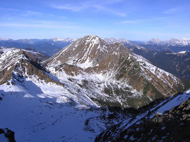 Foto: Andreas Koller / Wander Tour / Drei Gipfel über dem steirischen Bärntal (2386 m) / Blick nach N auf den Grießstein / 06.05.2007 14:56:49
