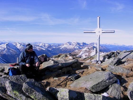 Foto: Andreas Koller / Wander Tour / Drei Gipfel über dem steirischen Bärntal (2386 m) / Am Gipfel mit prachtvoller Aussicht nach NW / 06.05.2007 14:57:29
