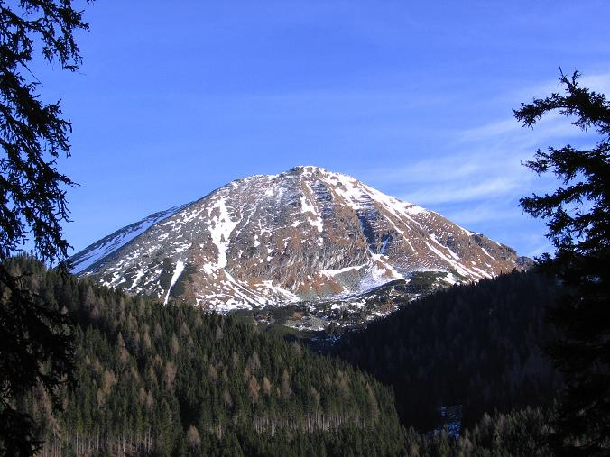 Foto: Andreas Koller / Wander Tour / Drei Gipfel über dem steirischen Bärntal (2386 m) / Der Grießstein im N (2337 m) / 06.05.2007 14:47:47