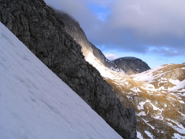 Foto: Andreas Koller / Wander Tour / Übers G´hackte auf den G´hacktkogel (2214 m) / Bei Schneelage ist das G´hackte sehr steil / 09.01.2007 01:51:01