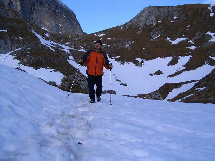 Foto: Andreas Koller / Wander Tour / Übers G´hackte auf den G´hacktkogel (2214 m) / Abstieg unterhalb der G´hackten / 09.01.2007 01:49:16