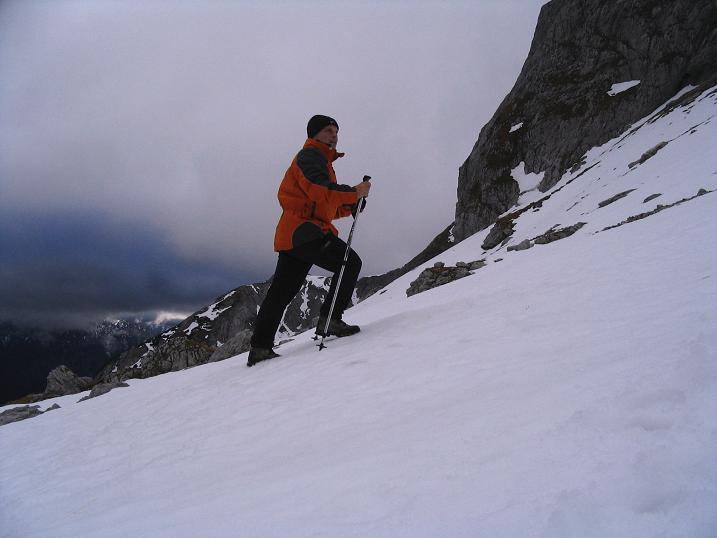 Foto: Andreas Koller / Wander Tour / Übers G´hackte auf den G´hacktkogel (2214 m) / Ins vereiste G´hackte / 22.04.2007 22:50:42