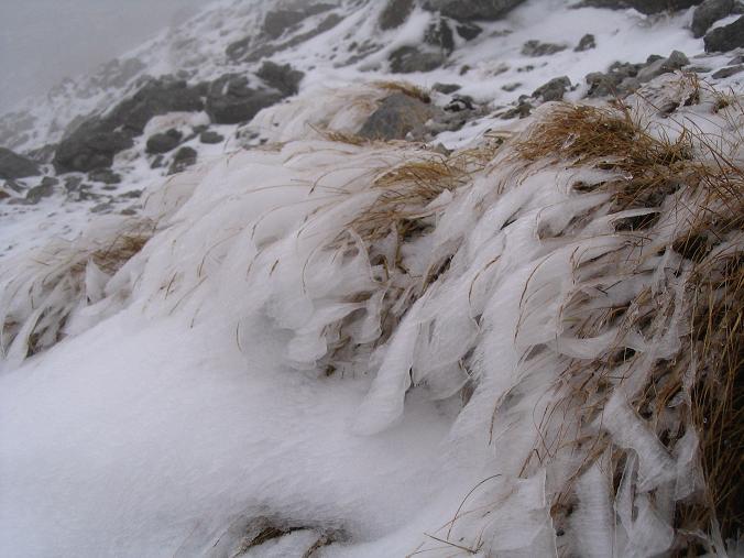 Foto: Andreas Koller / Wander Tour / Übers G´hackte auf den G´hacktkogel (2214 m) / Vereiste Tritte und Eisformationen / 22.04.2007 22:51:18