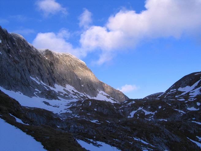 Foto: Andreas Koller / Wander Tour / Übers G´hackte auf den G´hacktkogel (2214 m) / Der Hochschwabgipfel / 22.04.2007 22:52:00