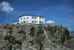 Foto: Andreas Koller / Wander Tour / Familientour auf das Rittner Horn (2261 m) / Das Rittner Horn Haus / 12.01.2007 22:38:35