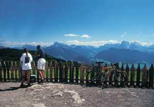 Foto: Andreas Koller / Wander Tour / Familientour auf das Rittner Horn (2261 m) / Blick vom Seespitz auf die Seiseralm mit Plattkofel / 12.01.2007 22:38:40