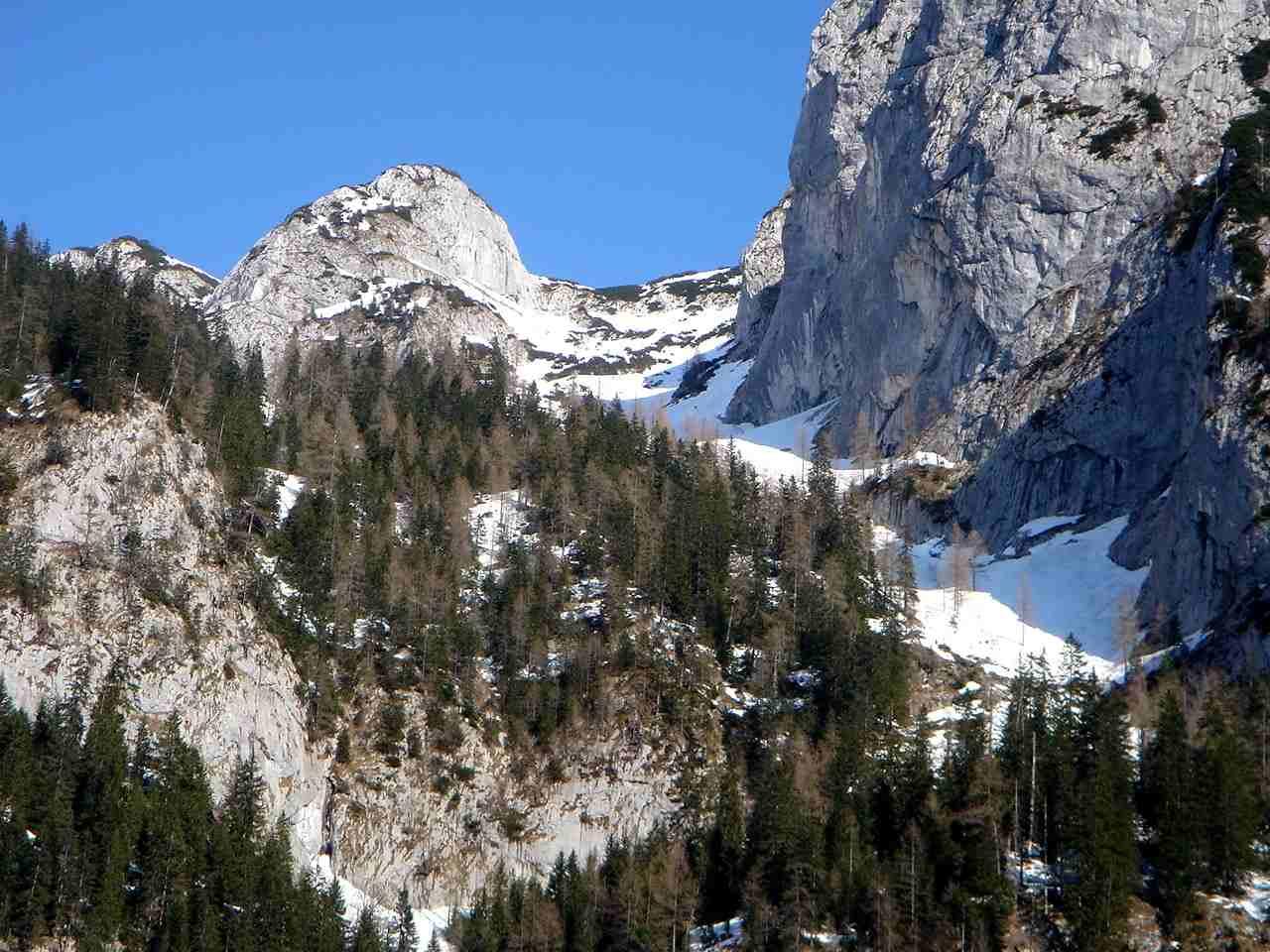 Foto: Manfred Karl / Ski Tour / Hoher Göll, 2522m / Vom Parkplatz Hinterbrand hat man einen guten Überblick über das Alpeltal. / 18.05.2007 06:35:10