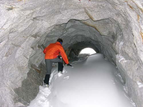 Foto: Bernhard Berger / Skitour / Über die Geraer Hütte zum Molybdänbergwerk (2800m) unterhalb der Alpeiner Scharte / 15.01.2007 16:41:33
