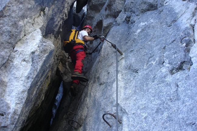 Foto: Werner / Klettersteig Tour / Ewige Wand-Klettersteig und Leadership-Klettersteig / ... durch den Kamin ... / 18.03.2007 10:56:05