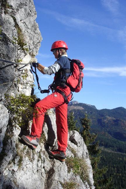 Foto: Werner / Klettersteig Tour / Ewige Wand-Klettersteig und Leadership-Klettersteig / ... luftige Querung ... / 18.03.2007 10:56:32