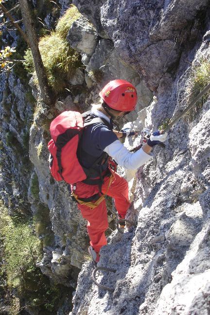 Foto: Werner / Klettersteig Tour / Ewige Wand-Klettersteig und Leadership-Klettersteig / Der Einstieg ... / 18.03.2007 10:56:55