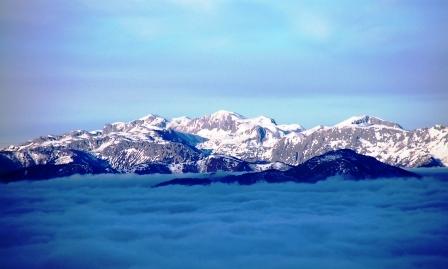 Foto: Andreas Steininger / Ski Tour / Stuhleck Südflanke / Fernsicht vom Stuhleckgipfel zum Hochschwab / 02.01.2007 14:29:42