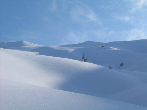 Foto: Christian Suschegg / Skitour / Kreuzköpfl (2094m) / Hügeliges Gelände unterhalb des Gipfelkreuzes / 03.01.2007 12:46:42