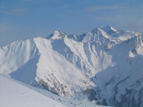 Foto: Christian Suschegg / Ski Tour / Kreuzköpfl (2094m) / Ausblick nach Süden in die Glocknergruppe / 03.01.2007 12:42:55