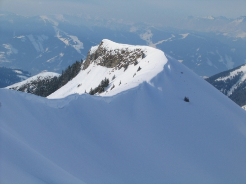 Foto: Christian Suschegg / Ski Tour / Kreuzköpfl (2094m) / Die Aufstiegsvariante über den teilweise schmalen und ausgesetzten Nordwestgrat / 03.01.2007 12:41:33