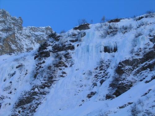 Foto: Christian Suschegg / Ski Tour / Deichselspitze (2684m) / Die Eiskaskaden beim steilen Aufstieg von der Putzentalalm / 03.01.2007 18:02:31
