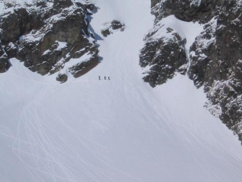 Foto: Christian Suschegg / Ski Tour / Deichselspitze (2684m) / Beim Schidepot am Fuß der Steilrinne / 03.01.2007 18:04:59