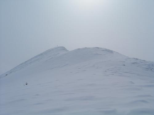 Foto: Christian Suschegg / Ski Tour / Tagkopf (2085m) / Oberhalb des Waldes führt die Route noch 150 Höhenmeter über den Nordrücken zum Gipfelkreuz. / 04.01.2007 14:00:40