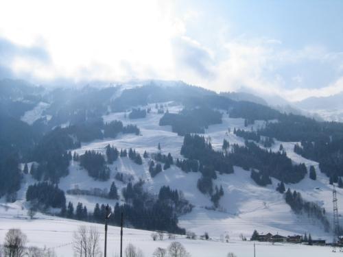 Foto: Christian Suschegg / Ski Tour / Tagkopf (2085m) / Bereits bei der Anfahrt überblickt man das untere Tourengelände mit den weiten, freien Wiesenhängen. / 04.01.2007 13:57:50
