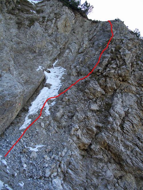 Foto: vince 51 / Wander Tour / Von Häselgehr auf die Lichtspitze / Eine der ehemals gesicherten Passagen, eingezeichnet der Routenverlauf / 04.01.2007 22:19:08